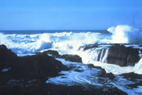 photo showing ocean spray at Devils Churn