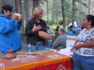 Forest Supervisor having a discussion with the Regional Forest and a student listening in background