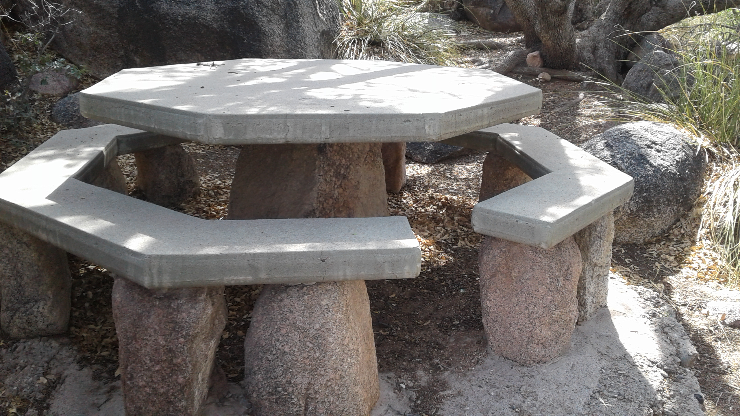Photos Multimedia - 6 sided picnic table