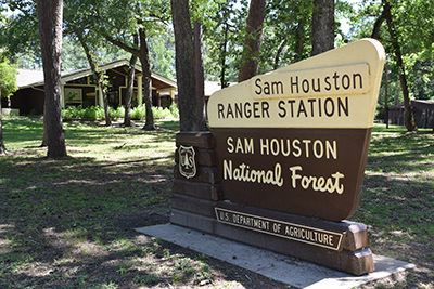 Sam Houston N.F. Ranger Distrtict Office and portal sign,