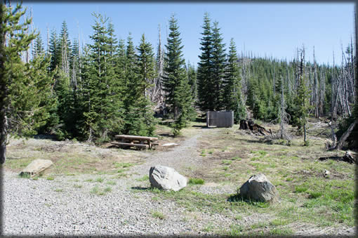 Whitehorse Meadows Trailhead - Hitching rack