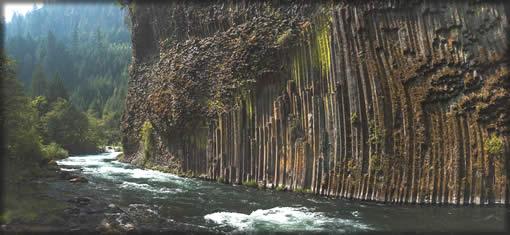 Soda Springs Trailhead - River by columnar rocks