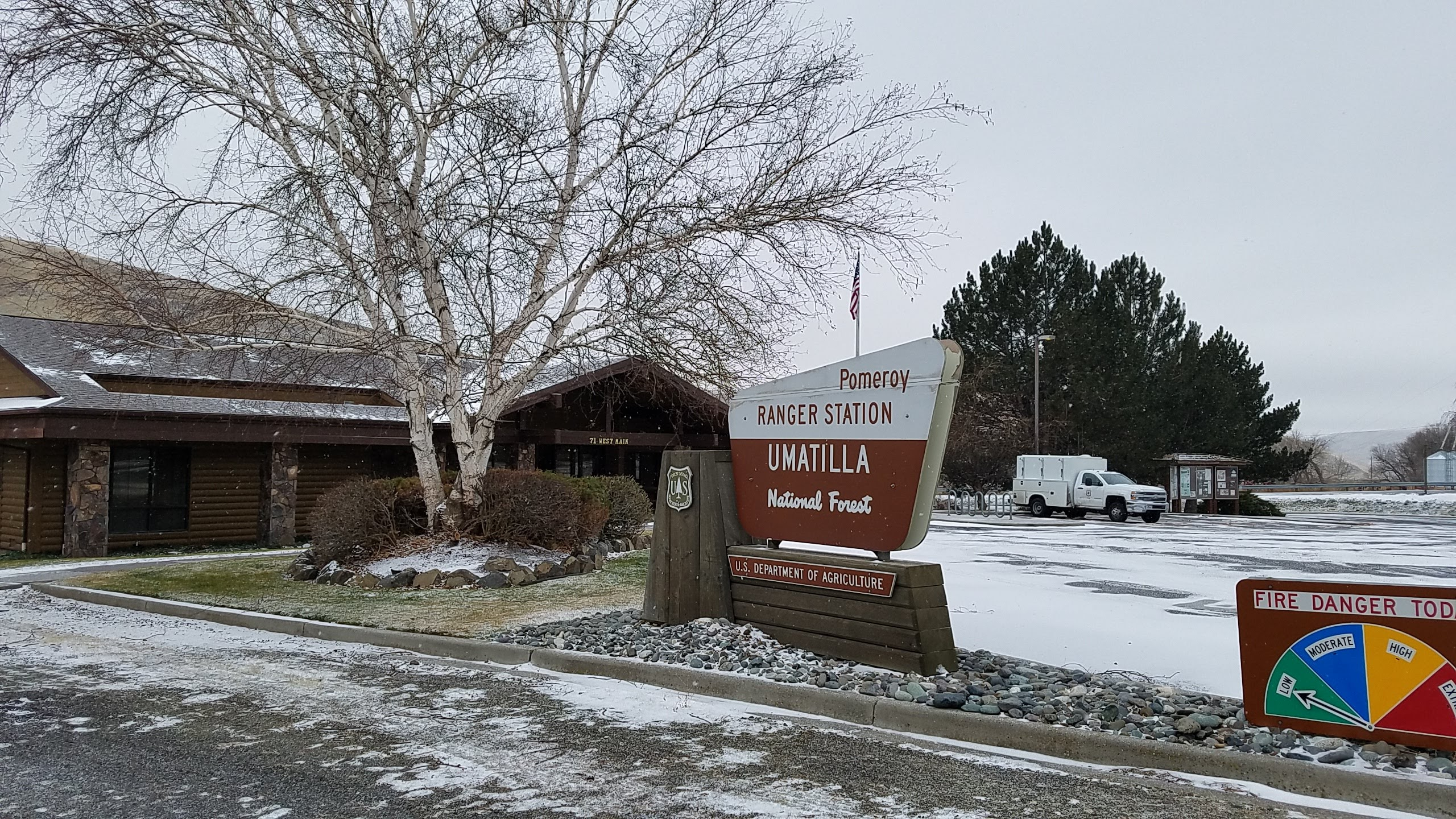 Image of Pomeroy Ranger Disrtict office, shoeing front sign and snow