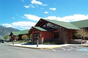 [photo] Butte Ranger District office building and parking lot.