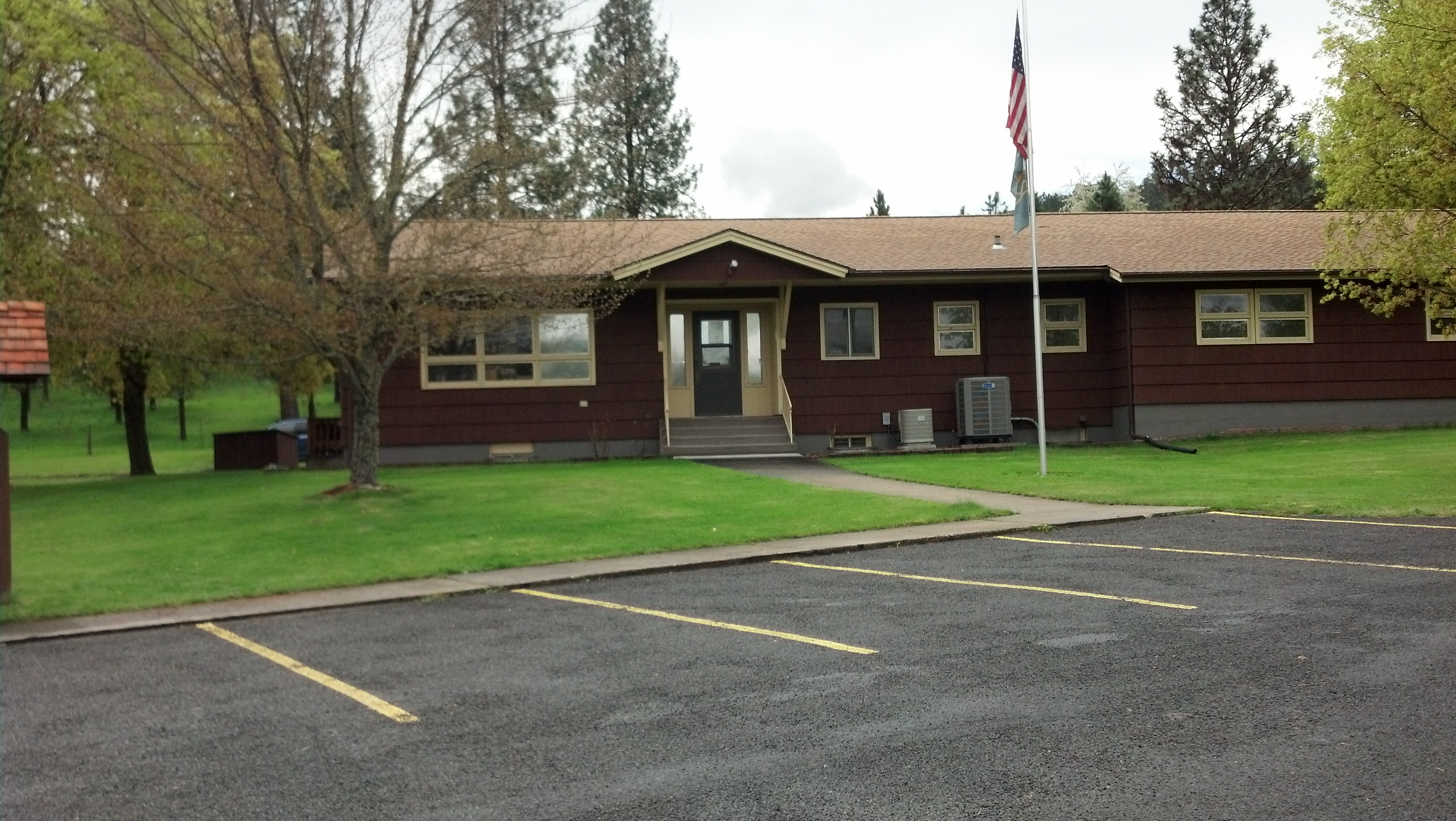 Exterior spring photo of Supervisor's Office in Kamiah
