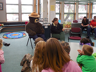 Read with a Ranger & Smokey at the Irene Ingle Public Library. Photo by Corree Delabrue.