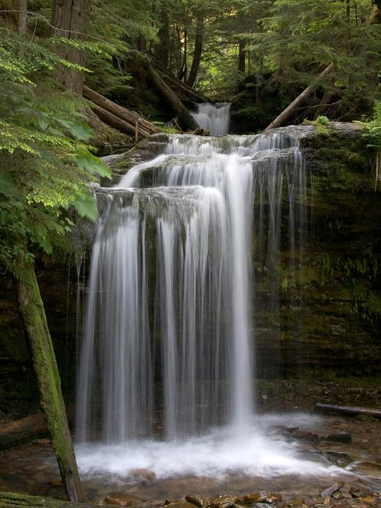 Photo of Fern Falls on the Shadow Falls Trail