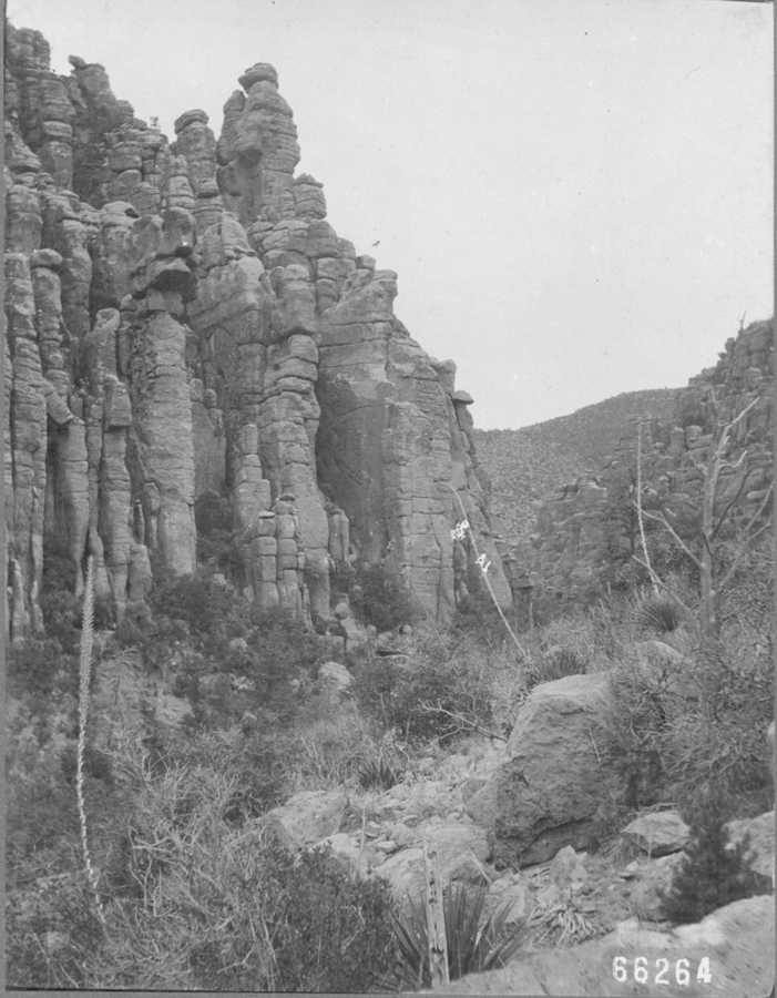 Porphyry Cliffs at Bonita Creek, 1906