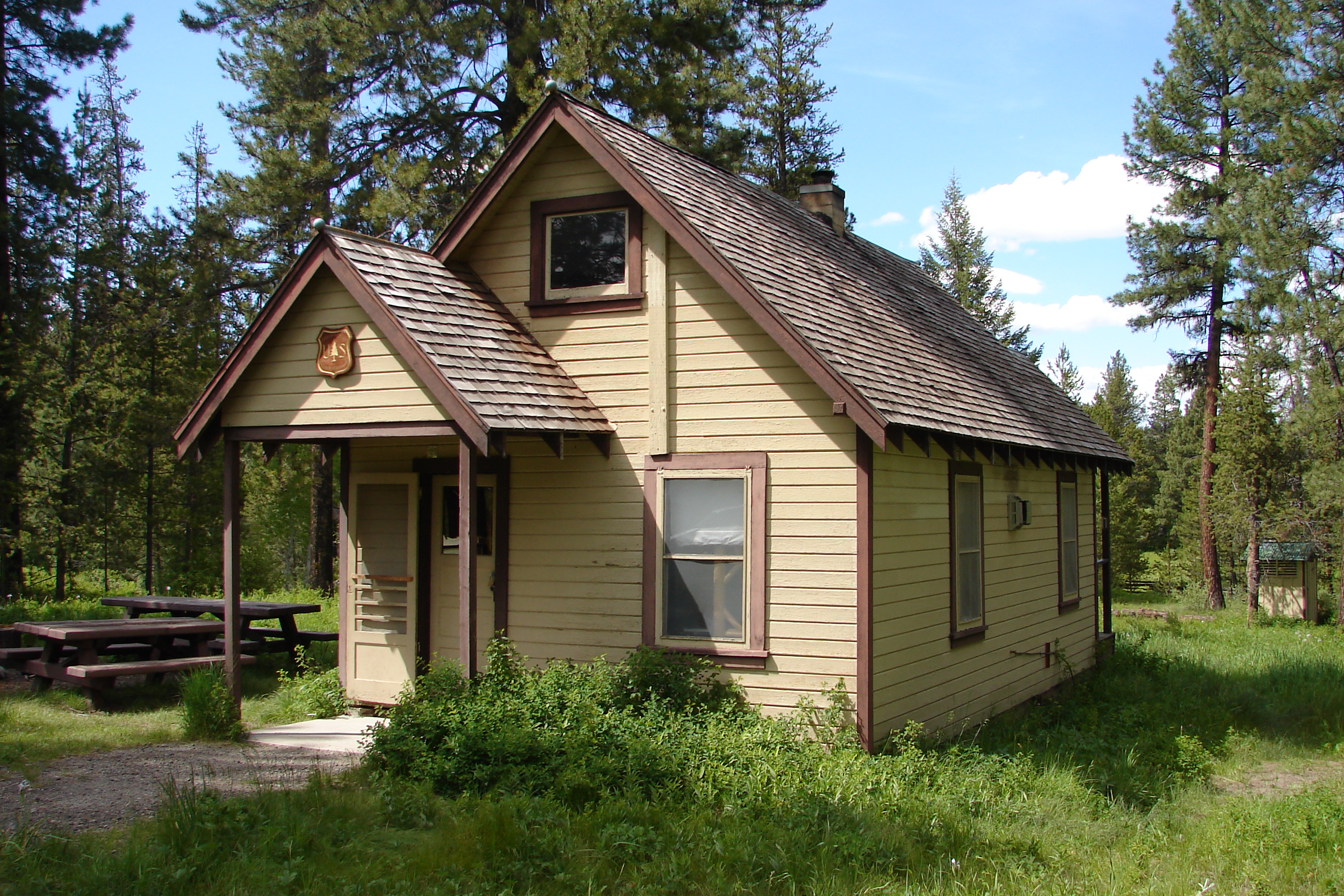 sale to log cabin for oregon in squirrelville cabins the coast rent built
