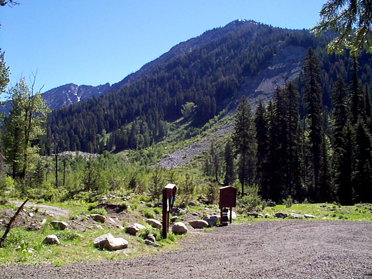 Main Eagle Trailhead with mountains in background