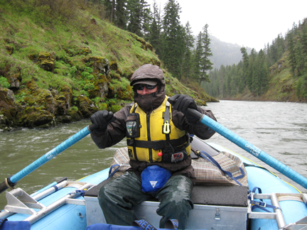 [photo] Man rafting on the Grande Ronde