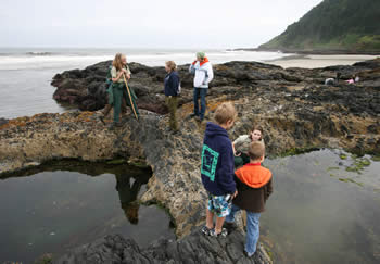 Photo of kids exploring tidepool at Cape Perpetua