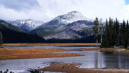 Sparks Lake Early Snowfall