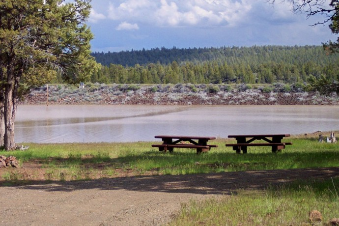 Picnic tables and fireplaces along the shore of Big Sage Reservoir.
