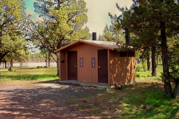 A wheelchair accessible restroom close to the campsites at Big Sage Reservoir
