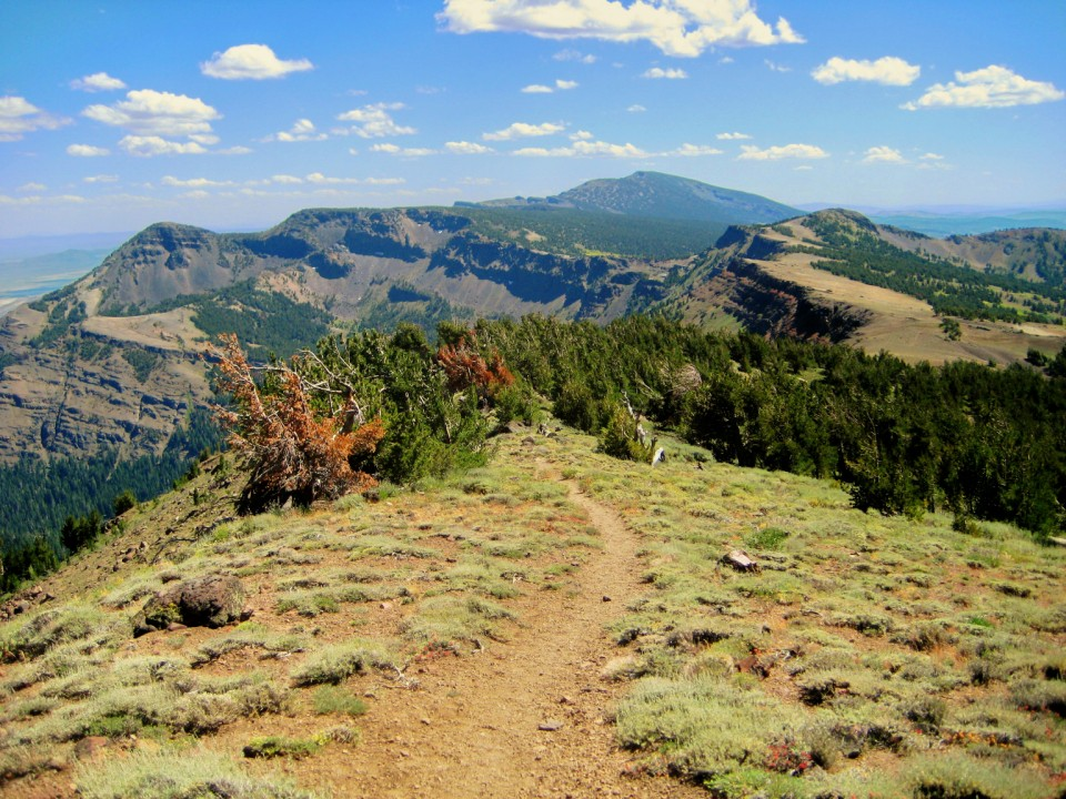 The Summit Trail runs along the top of the ridge with views of the valleys to the east and west.
