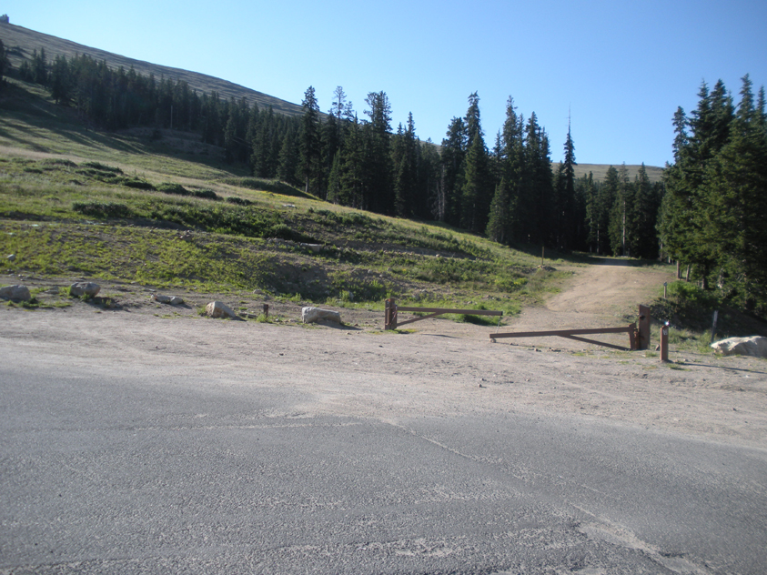 A photo of Berthoud Pass Trailhead from the Berthoud Pass parking lot.