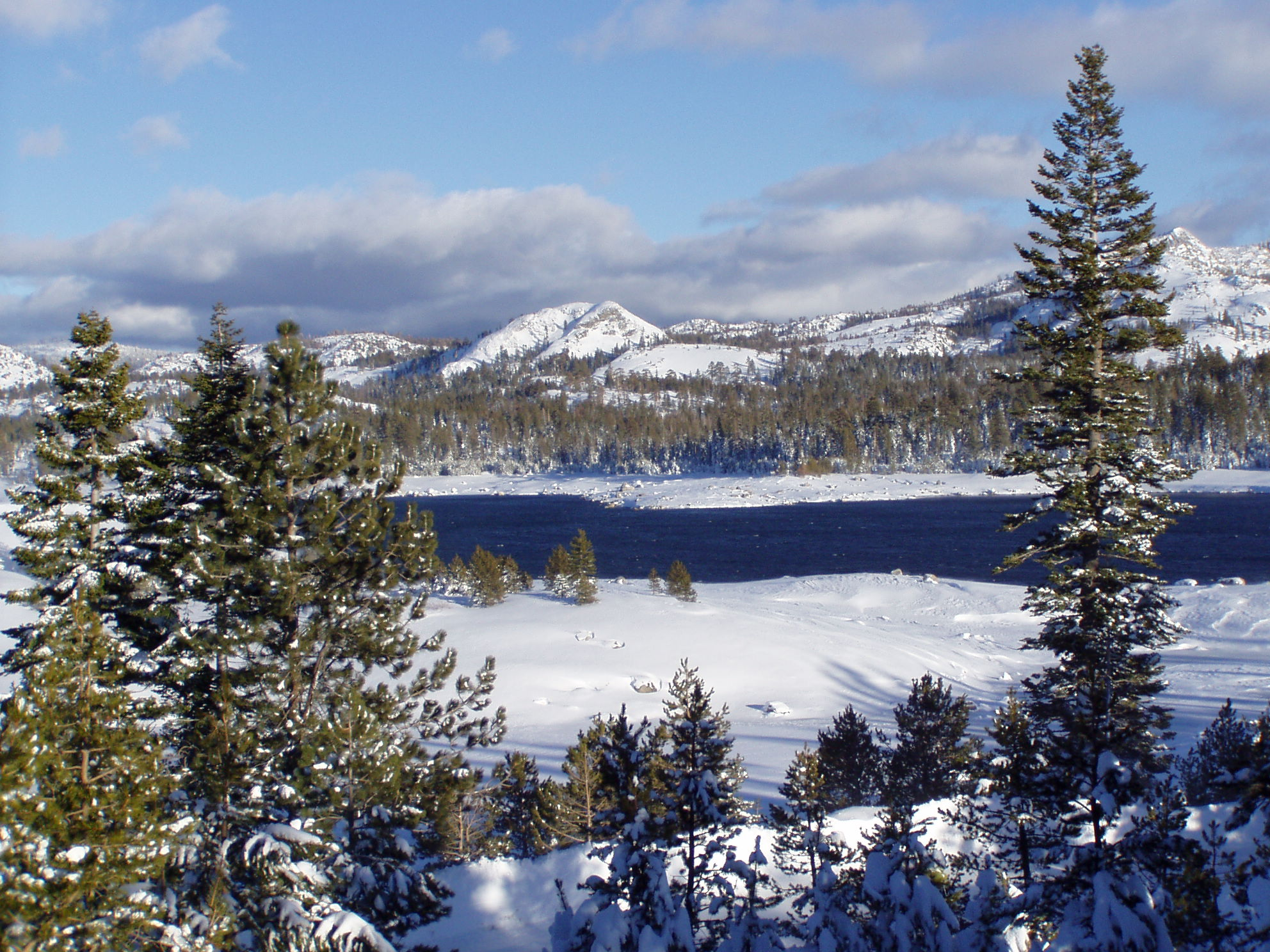 Scenic photo of Loon Lake in the winter.