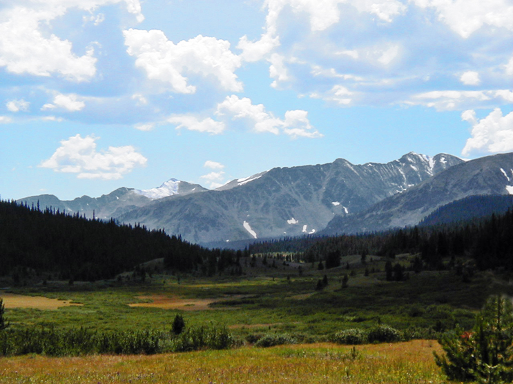 A beautiful scenery at Grandview campground: an open field with mountain range in the background.