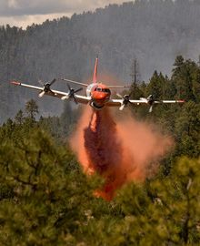airtanker dropping retardant