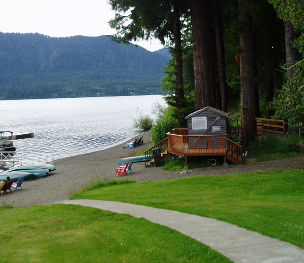 Quinault lodge lawn to beach.