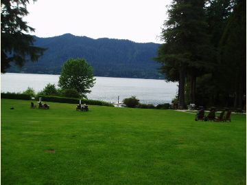 Quinault Lodge lawn.