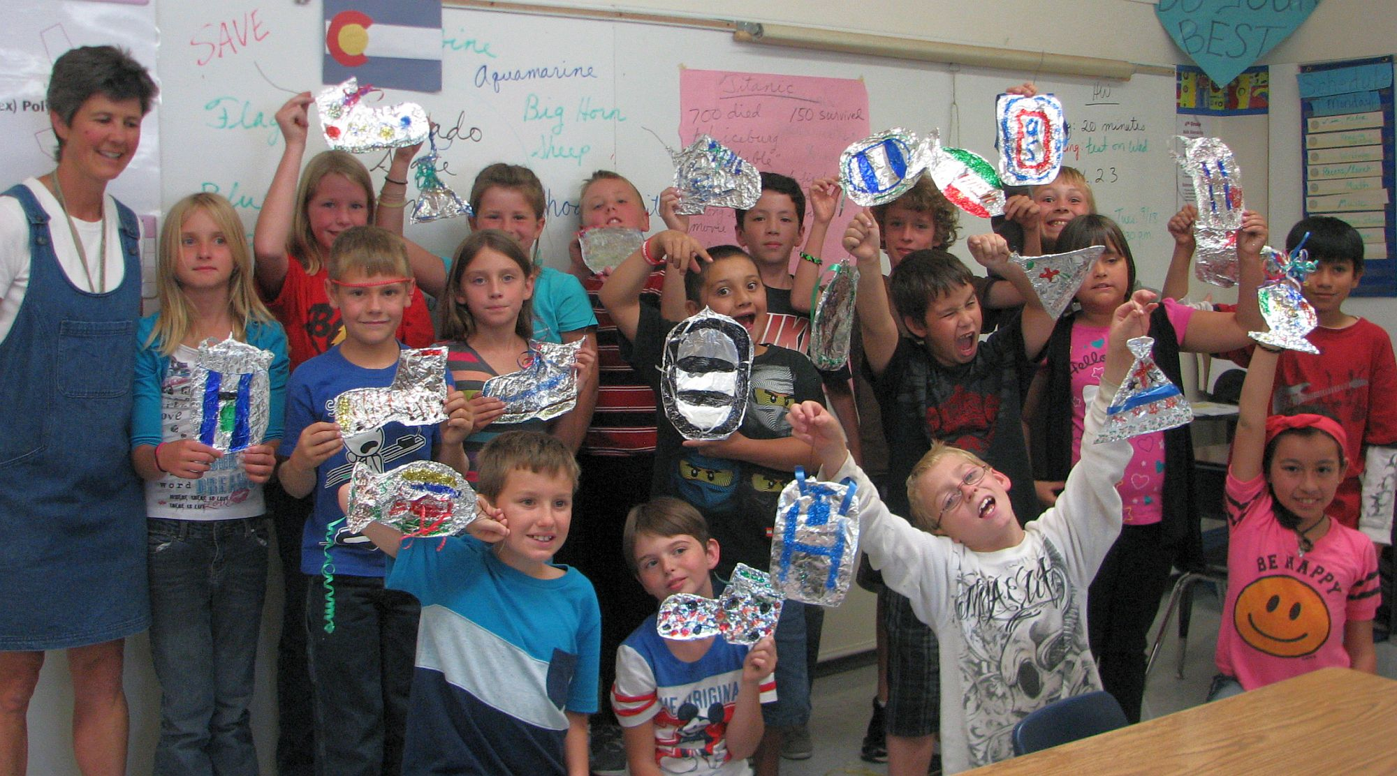 photo of 4th grade class with ornaments