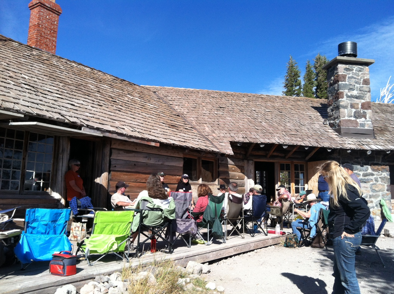 Trail Volunteers Meet at Cloud Cap Inn
