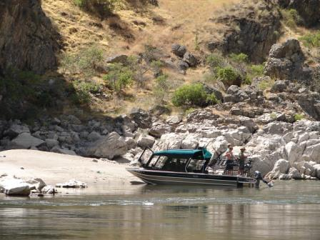 Private powerboat fishing on the Snake River