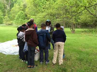 Photo of Baltimore Field Station's Quin Holifield talks to students about soils on the Gwynns Falls Trail. Mary Hardcastle, Baltimore City Department of Recreation and Parks.