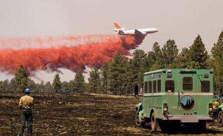 DC-10 airtanker dropping redardant (photo from wildfiretoday.com, Wallow Fire 2011).
