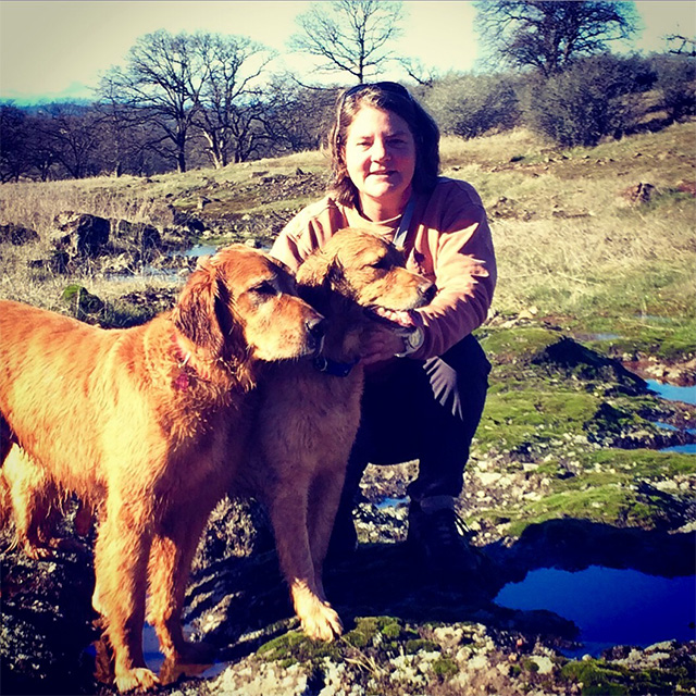 A photo of Virginia Jones and her golden retrievers, Beacon and Lilli.