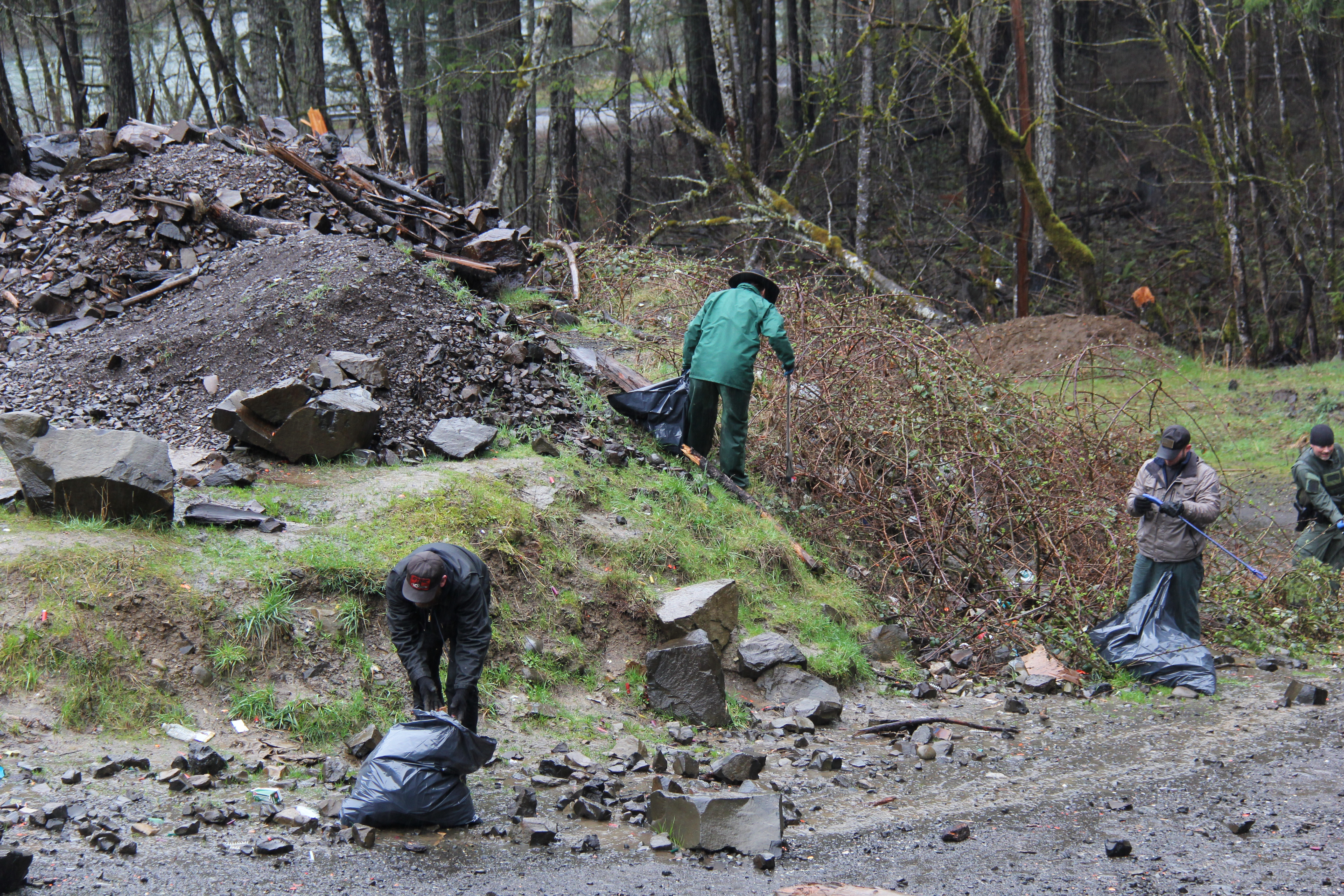 Trash No Land volunteers joined Mt. Hood National Forest employees and the Clackamas County Dumpstoppers for a Clean-up Event
