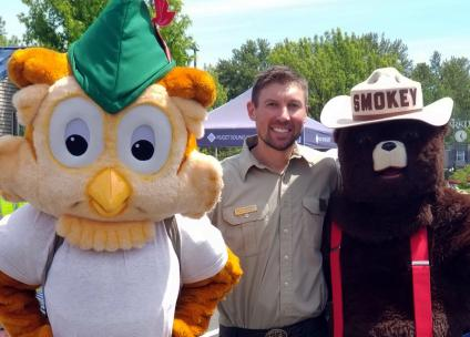 Photo op with Woodsy and SMokey